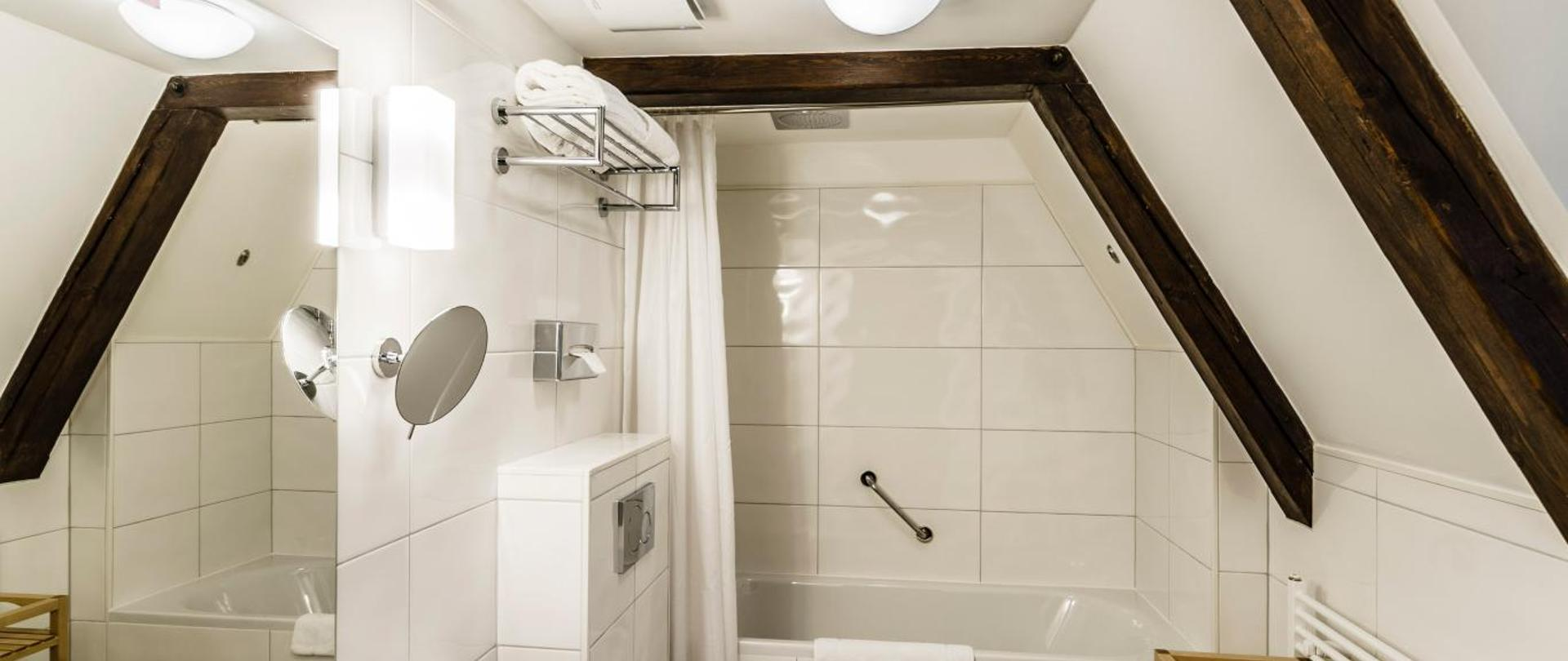 Dvoulůžkový pokoj_koupelna_2.jpg
