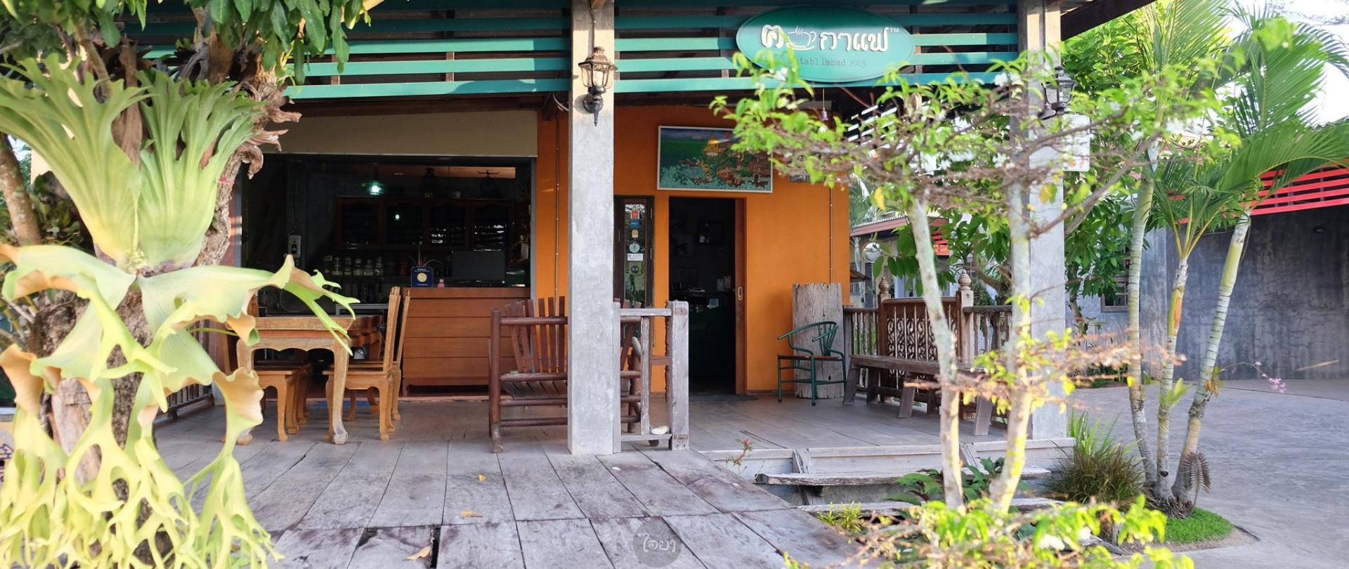 Communal kitchen/ Places to eat and Coffee Shop