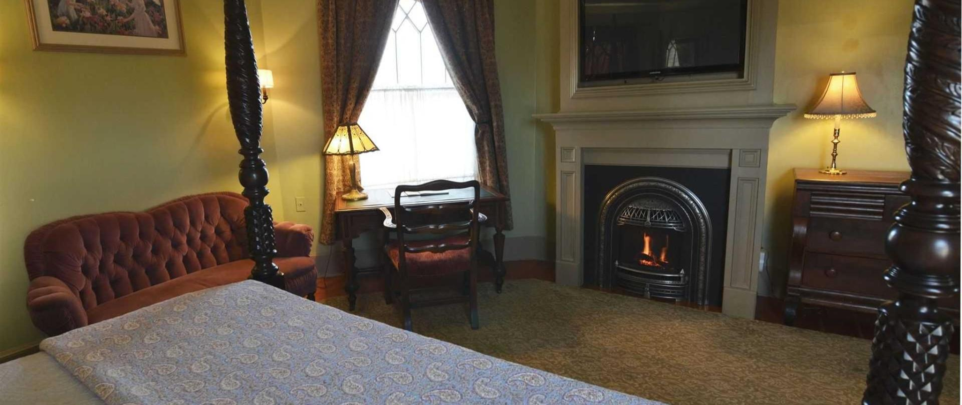 Union Gables Mansion Inn Located In The Heart Of Saratoga