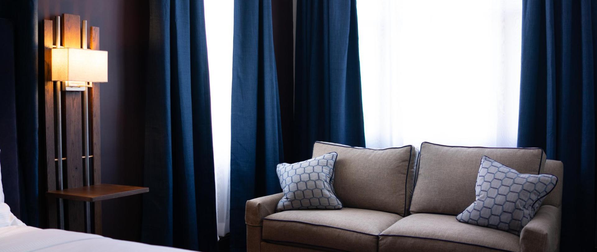 Junior Suite King & Accessible King Blue 3.jpg