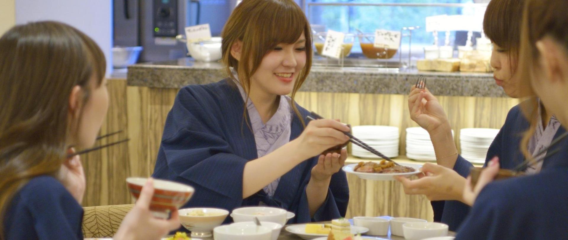 【レストラン】ディナー食事イメージ1920×810.jpg