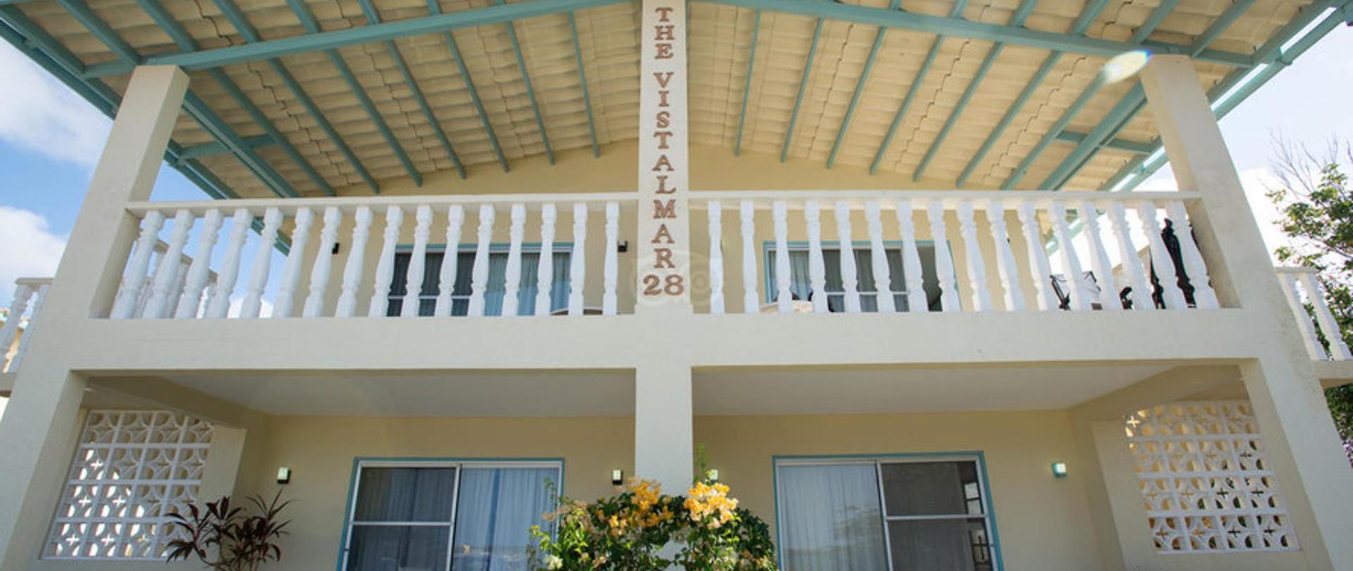 Front Building Vistalmar Aruba Accommodation.jpg