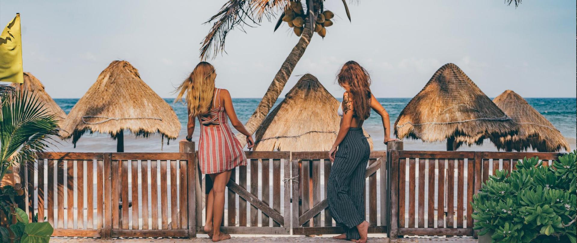 CALA new 2020 ragazze mare.jpg