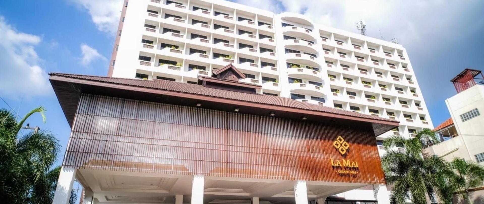 1 Hotel Entrance.jpg