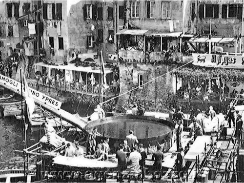 agenzia_bozzo_camogli_foto_antiche_1353_sagra_del_-pesce_1956-1.jpg