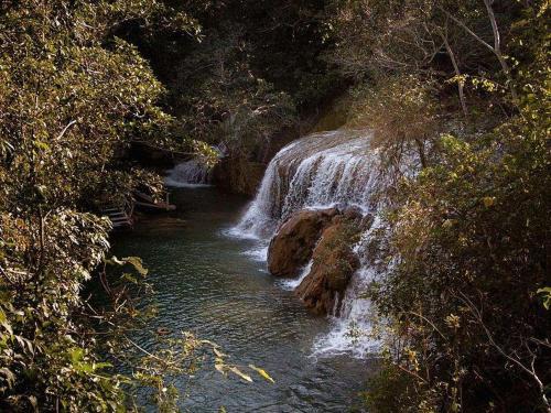 cachoeira_de_tufa_calc-ria.jpg
