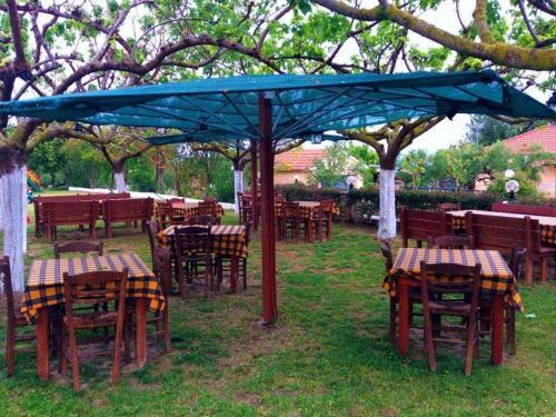 rpsarou-bougarini-tavern.jpg