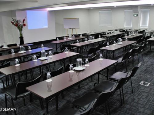 Conference Rooms & Salons