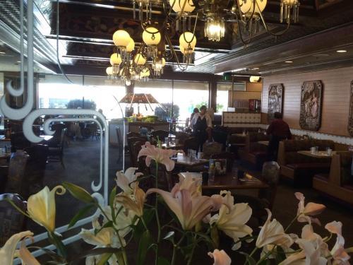 Restaurant & Sports Lounge