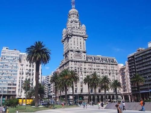 palacio_salvo_montevideo_uruguay.jpg