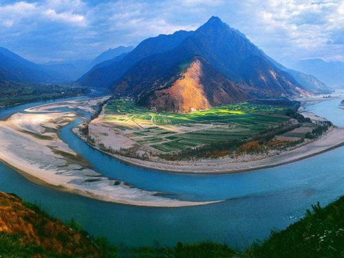 first-bend-of-yangtze-river.jpg