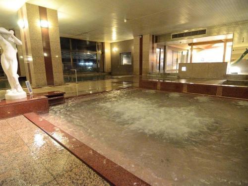 Source chaude et piscine