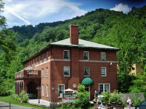 Restoration of the Elkhorn Inn