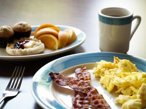 Breakfast Buffet & Lounge