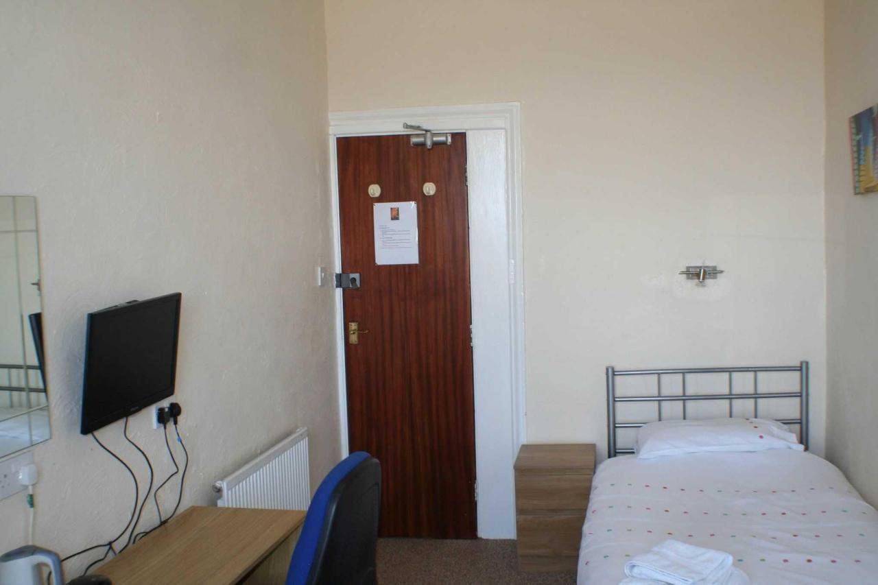 twin-room3.jpg