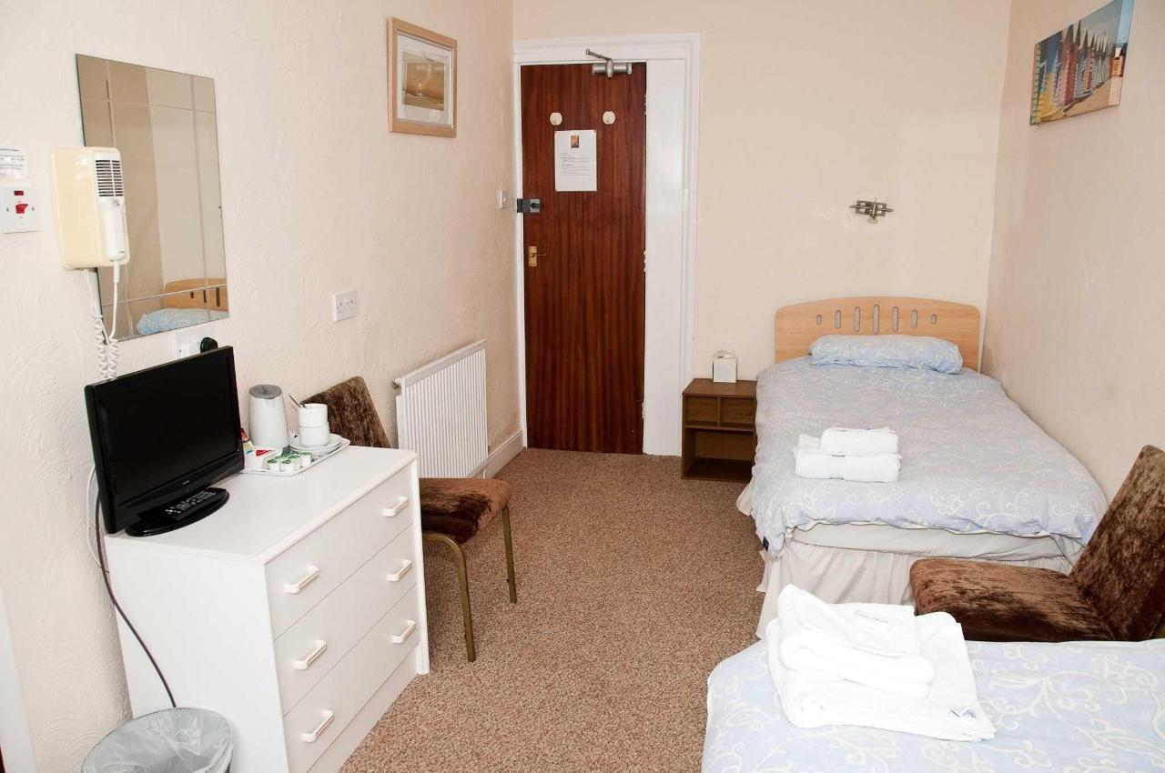 twin-room2.jpg