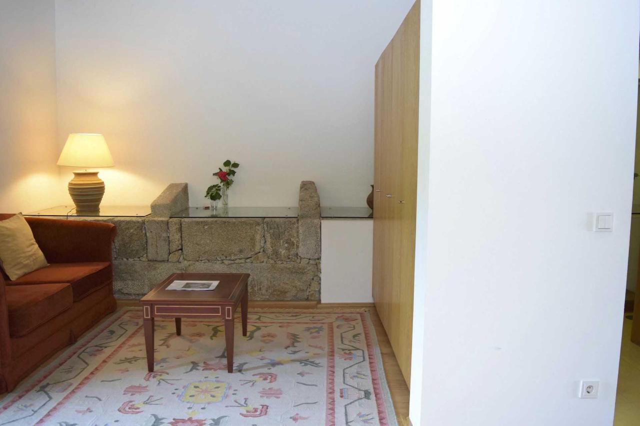 Frei Tomás (Sala / Living Room)
