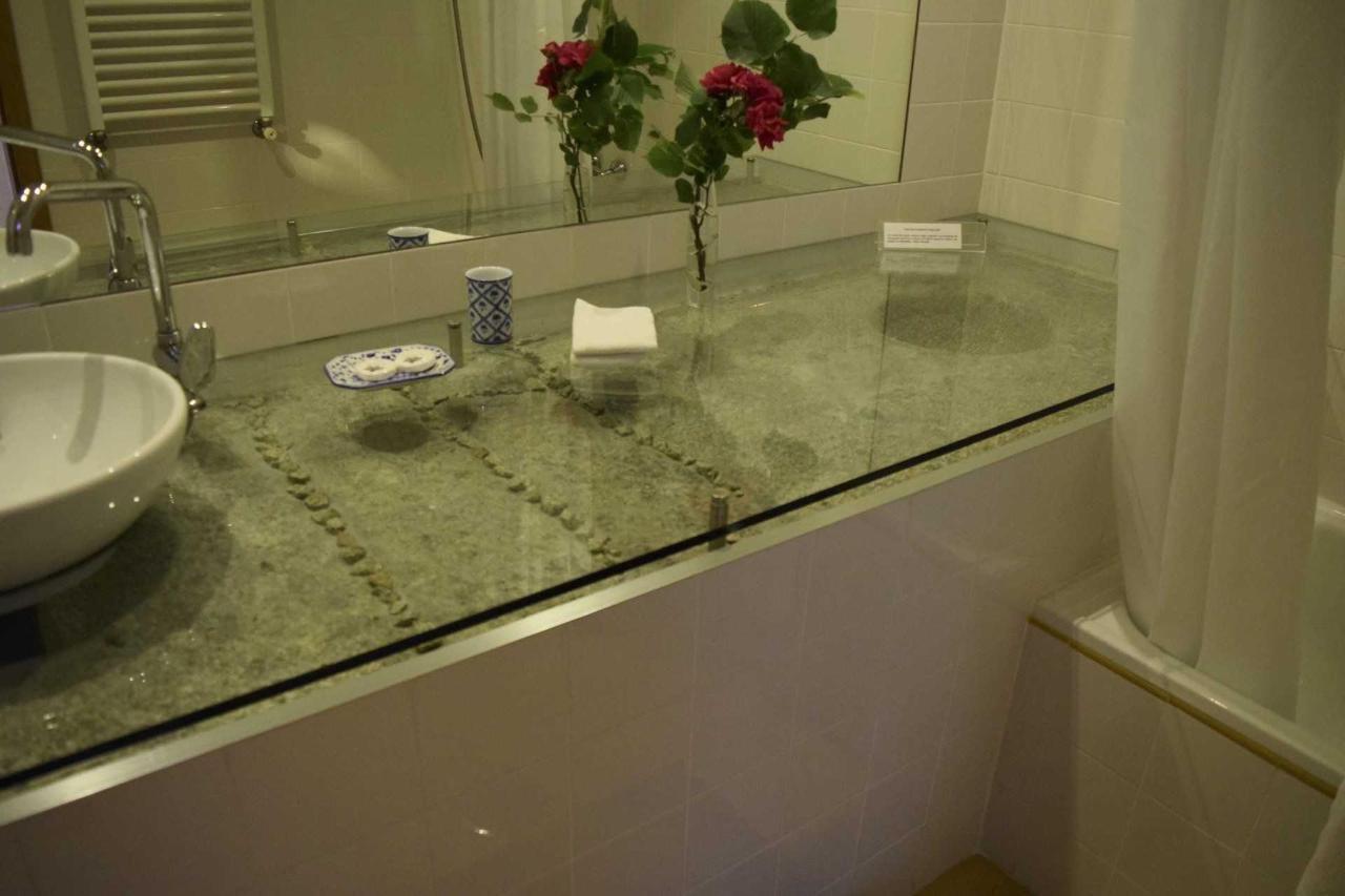 Frei Tomás (Banho / Bathroom)
