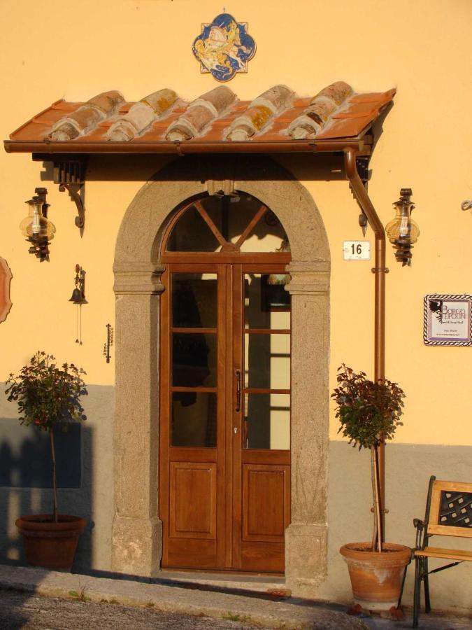 Entrada principal en Borgo Tepolini