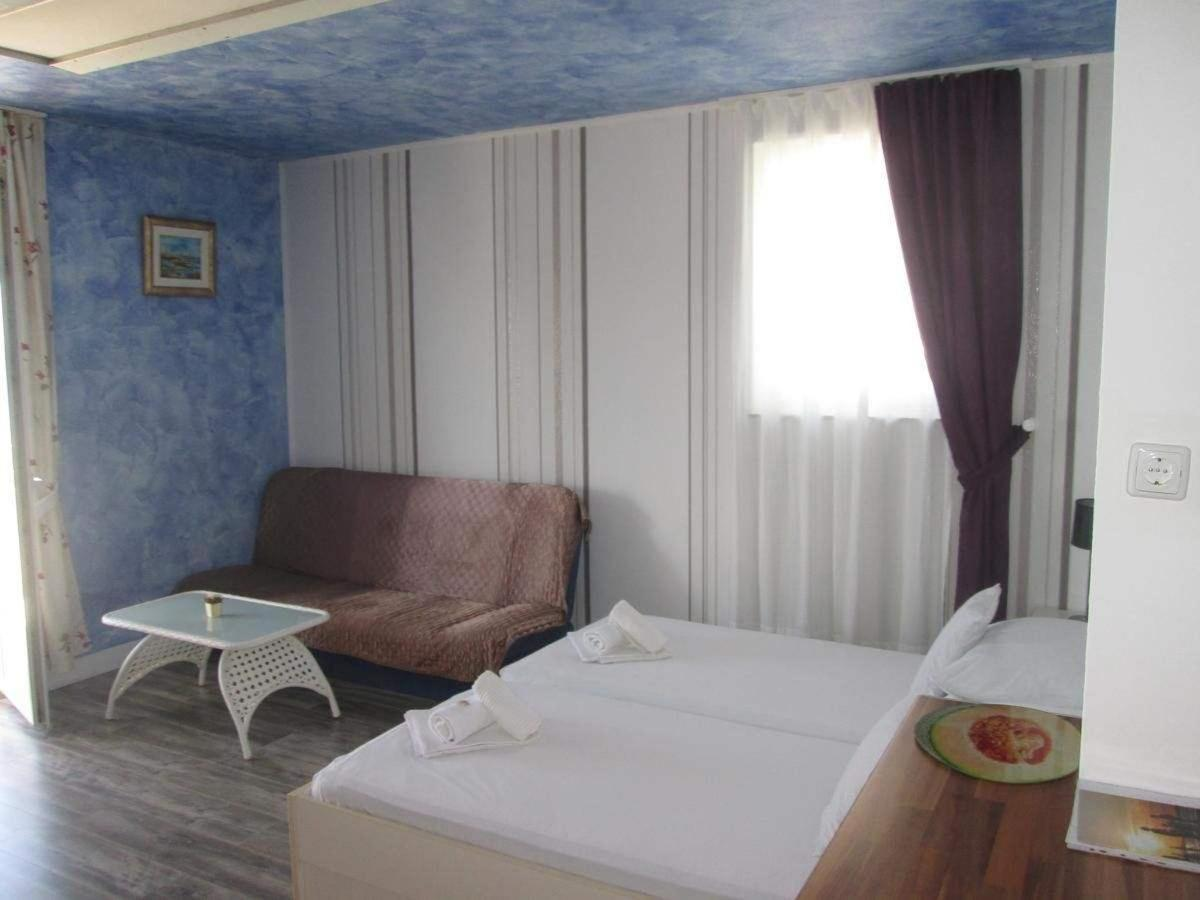 Rooms30