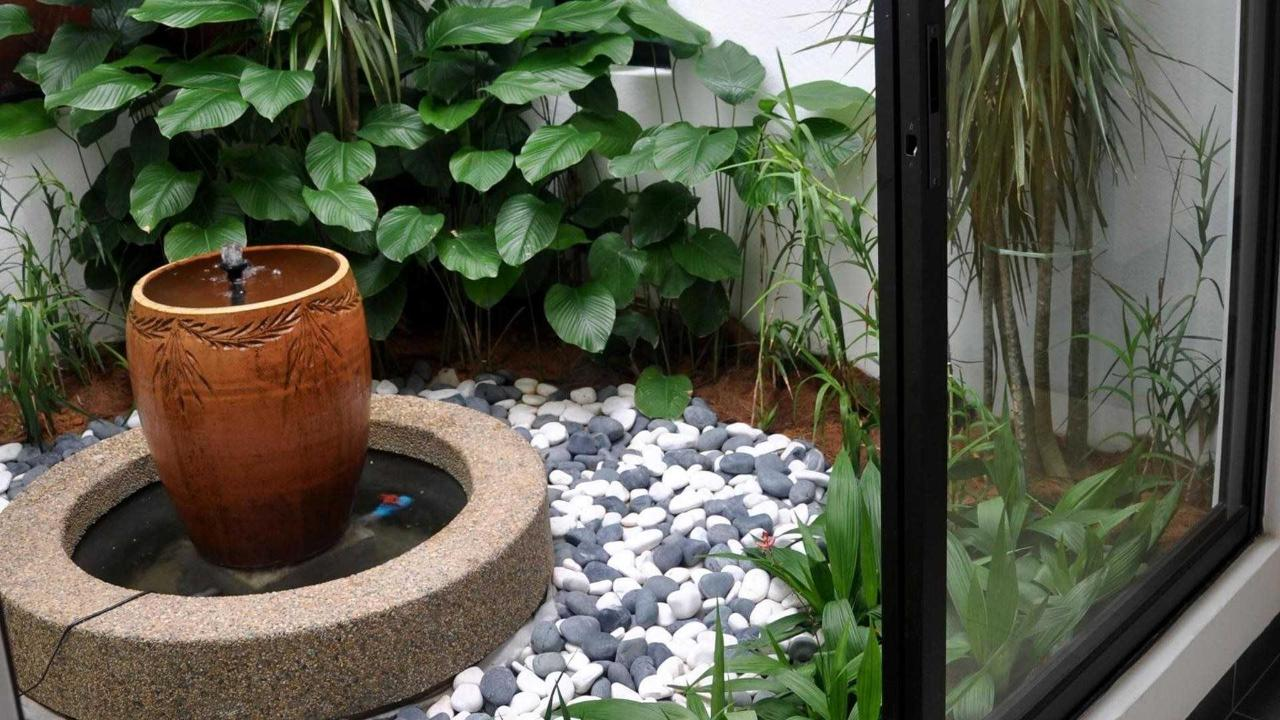 mini fountain - sunflower hotel.jpg
