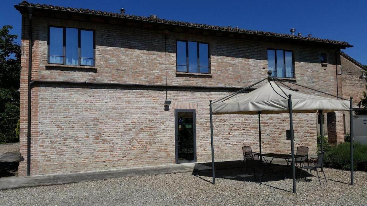 Bluegaribaldi Room&Breakfast - Soragna - Parma - Vista facciata, entrata principale e gazebo relax