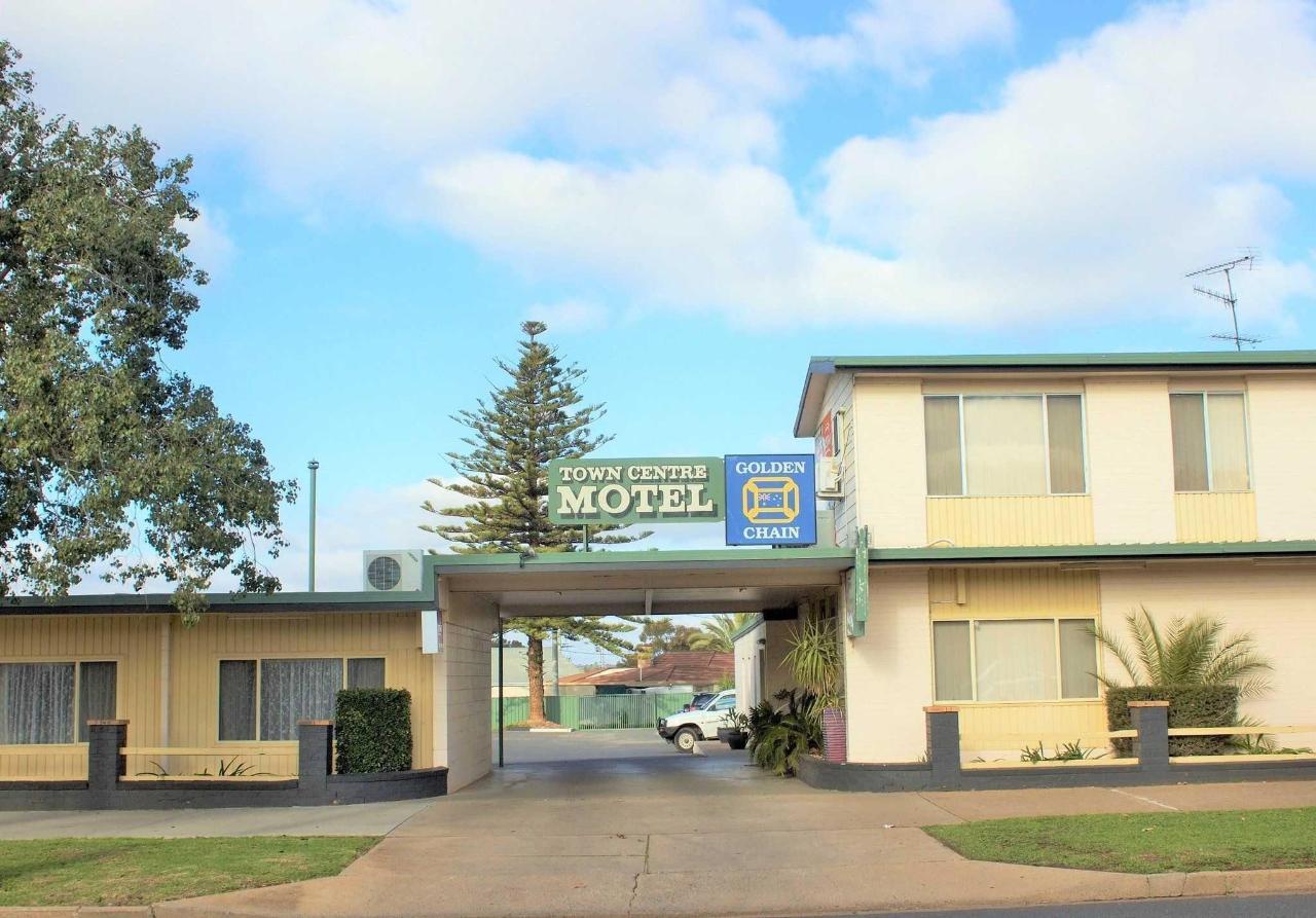 motel-entrance-2.jpg