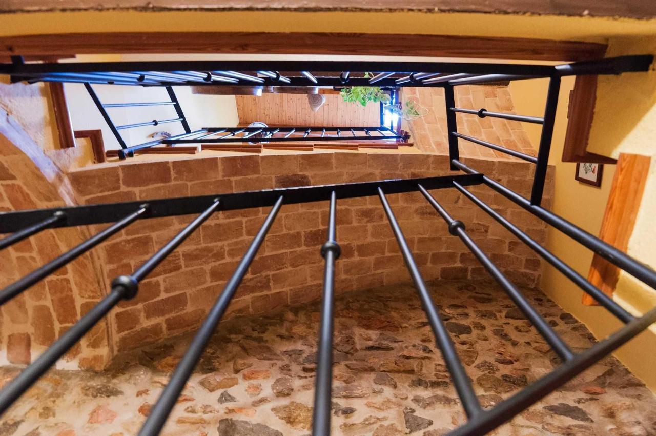 La escalera vista desde la planta baja