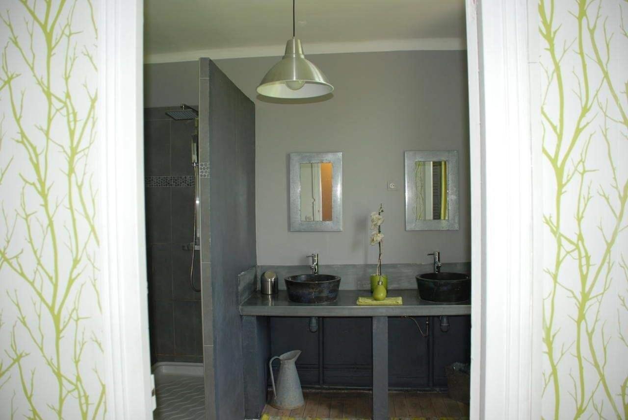 salle de bain chambre famille.jpg