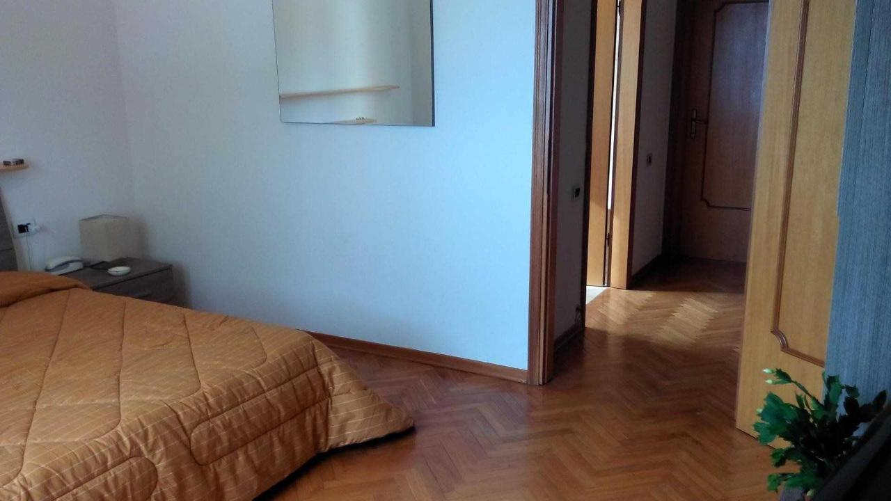 37780067.jpg