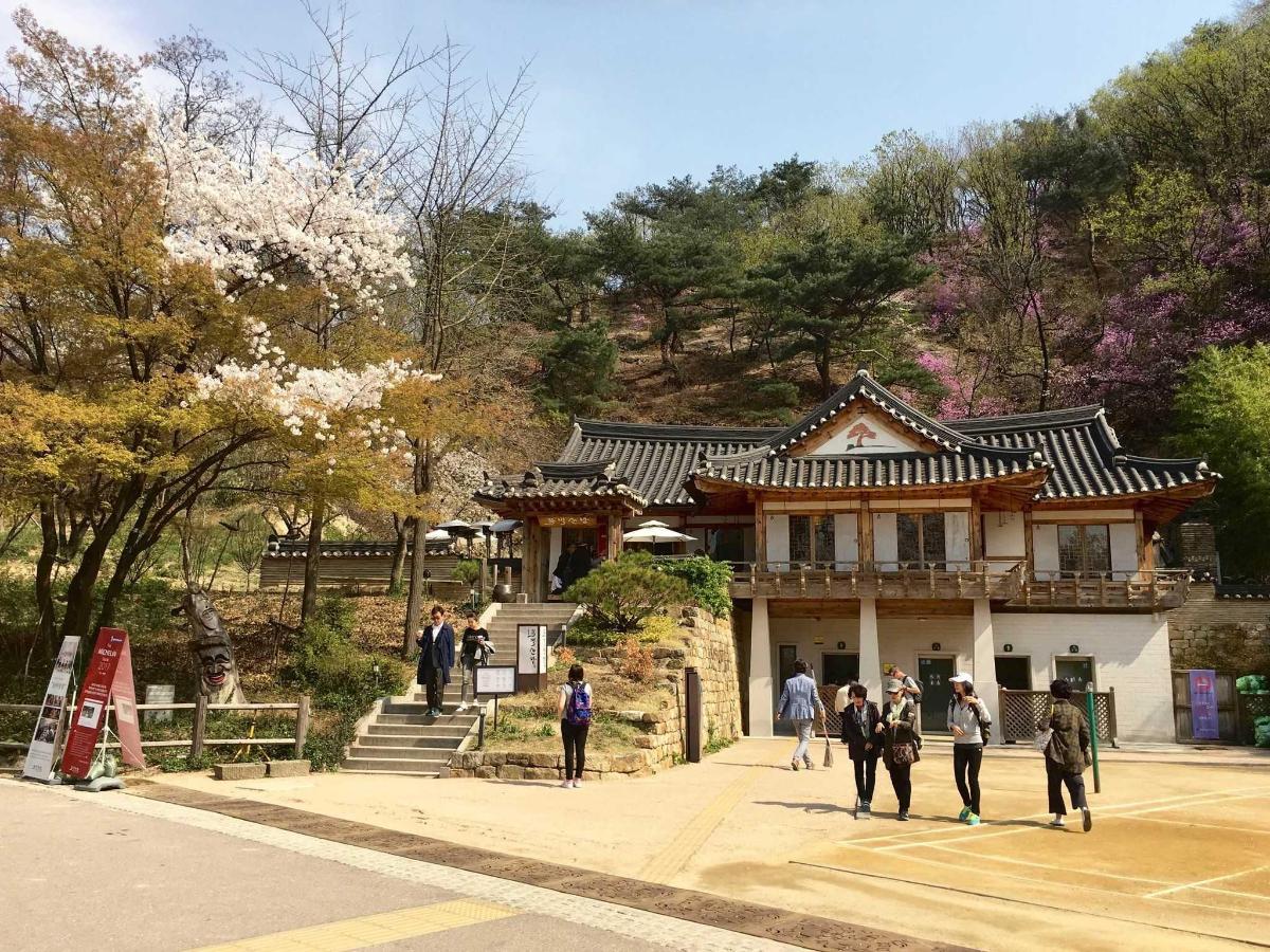 Namsan Park Cafeteria & Restaurant (Mokmyeoksan Mountain).jpg