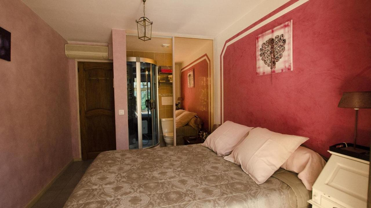 Cassis room