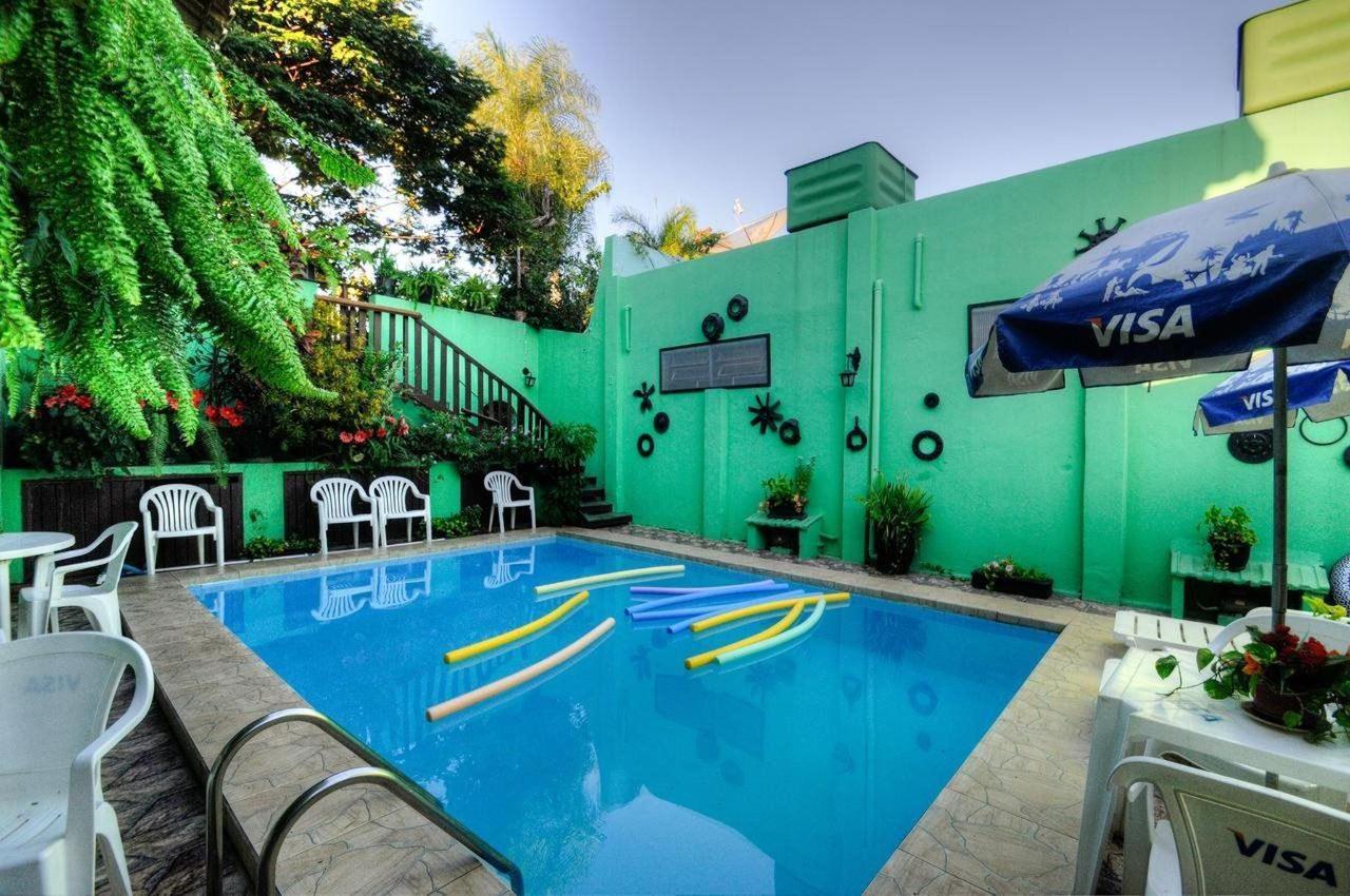 zona de la piscina exterior Inn Aguas Pantanal.jpg
