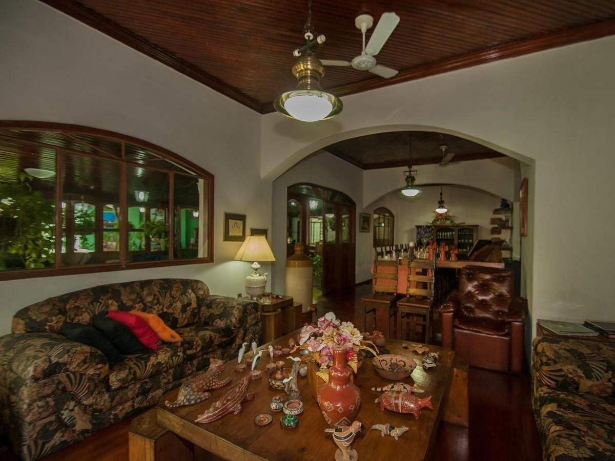 Living room and social Pousada Águas do Pantanal Inn.jpg