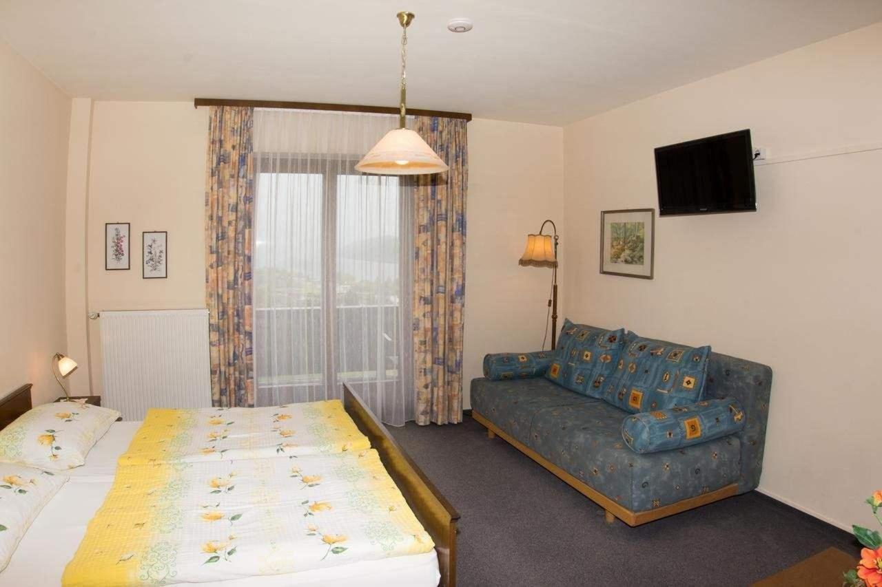 Zimmer mit Blick auf Mirnock.jpg