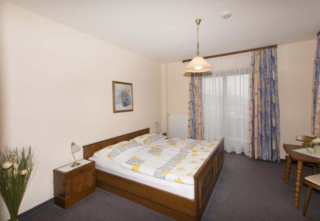 Zimmer mit Seeblick.jpg