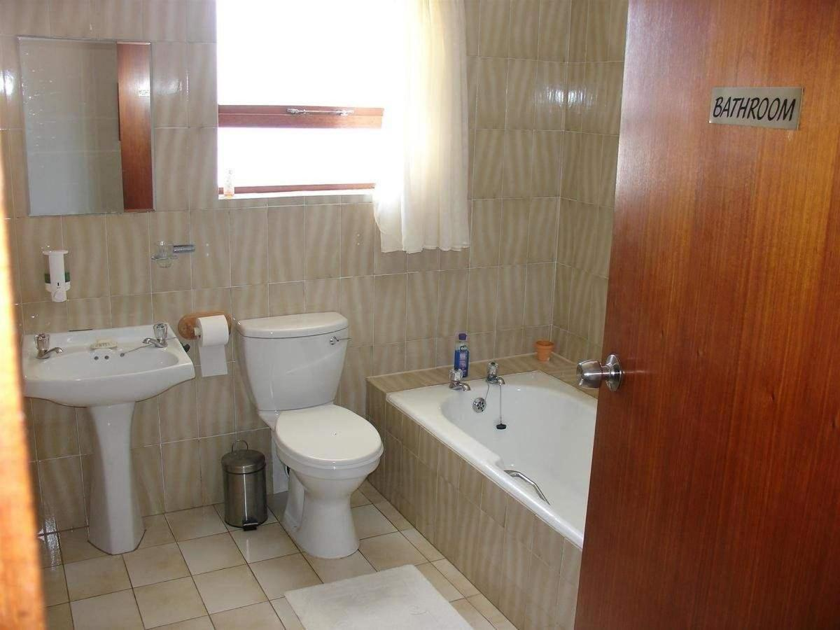 double room bathroom 1