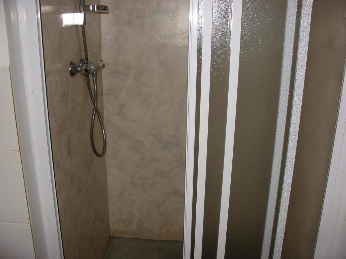 standard family room shower