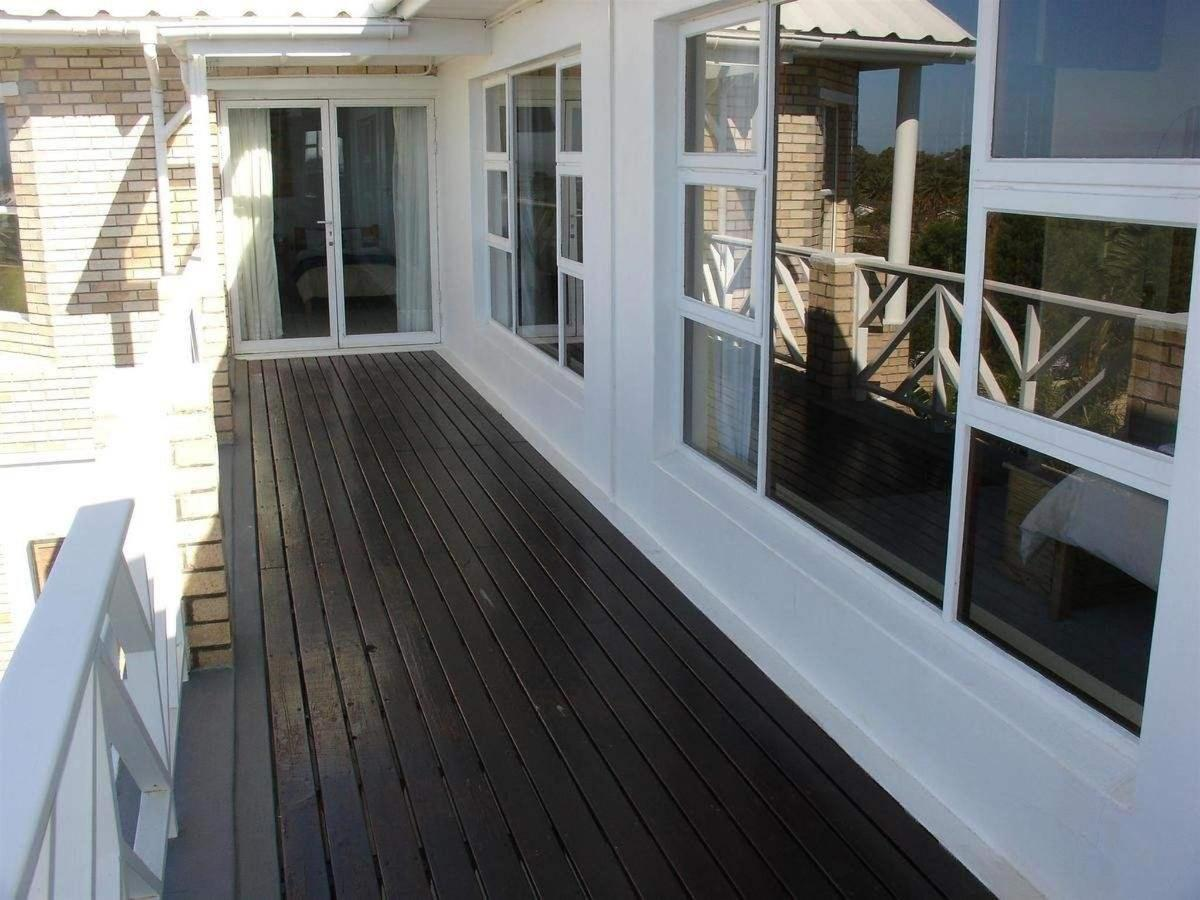 Balcony rooms upstairs
