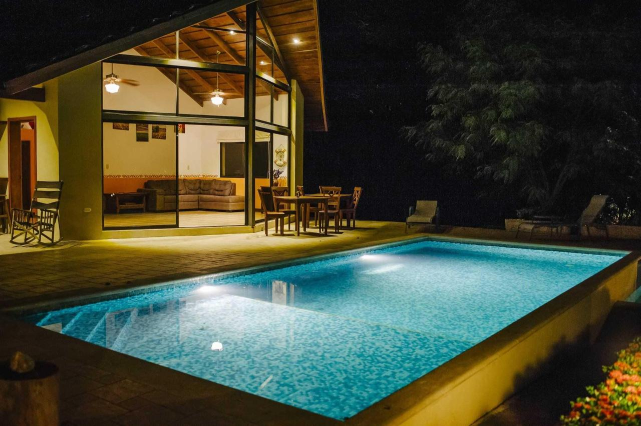 Villa with Private Pool and Jacuzzi2