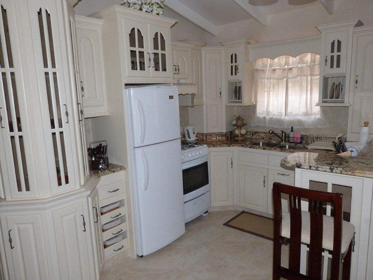 hopeville-hutch-full-kitchen-2.jpg