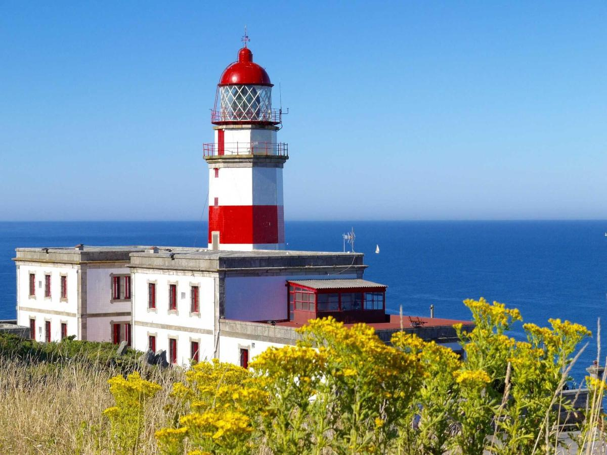 Lighthouse near Baiona.jpg