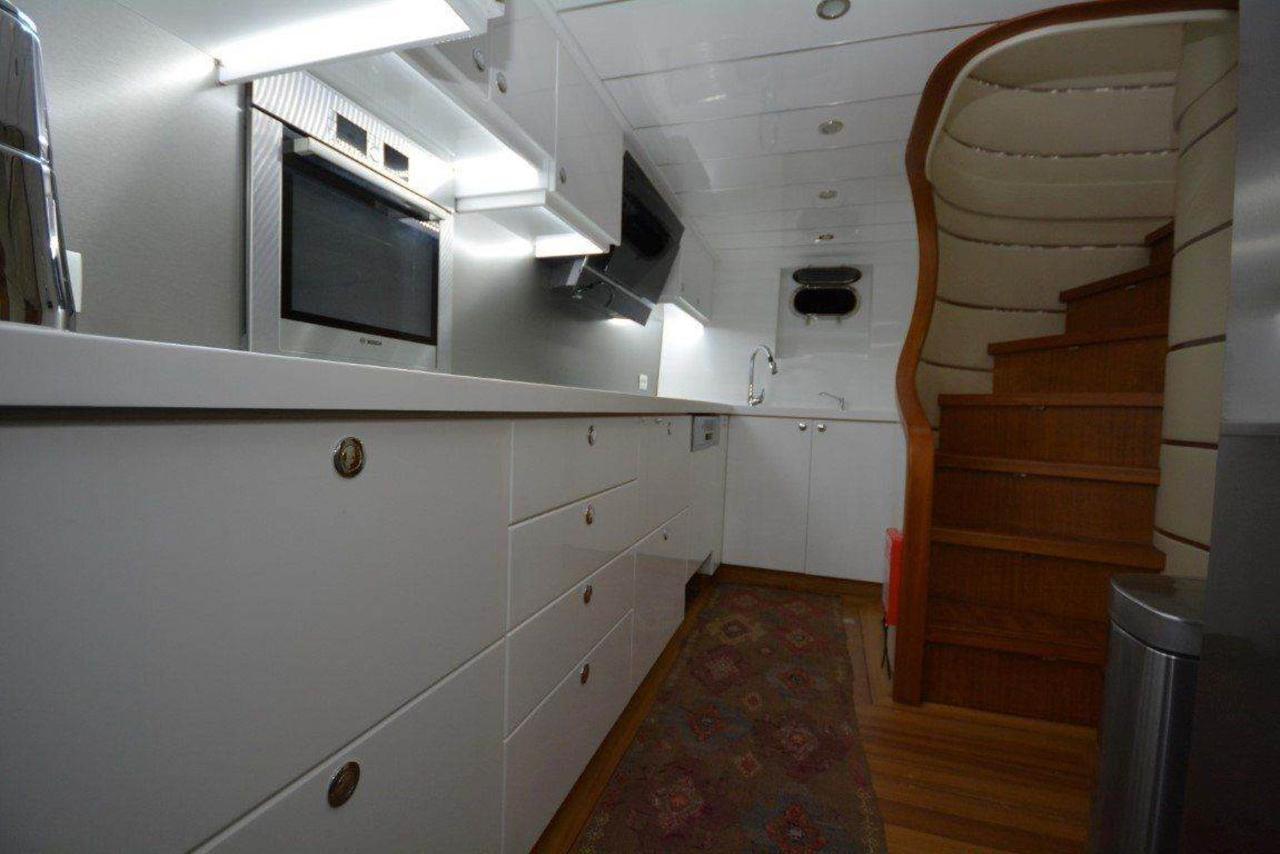yacht-kitchen-1.jpg