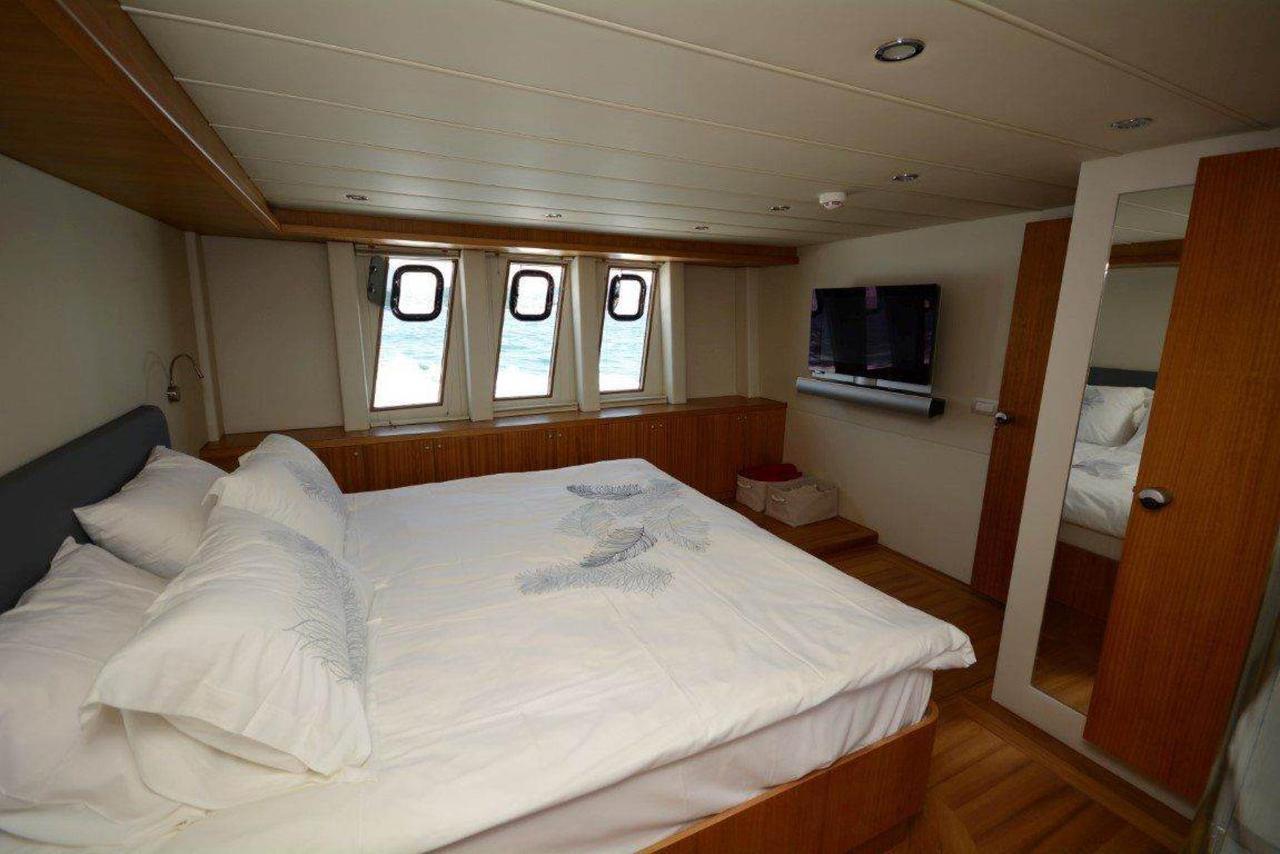 yacht-bedroom-5-1.jpg