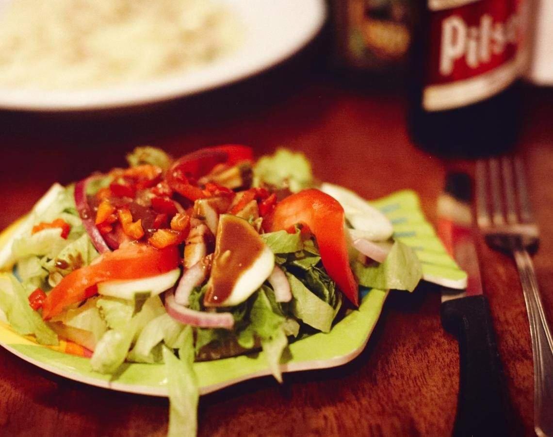 Frisch, gesund und lecker. Ein Salad zur Stärkung.