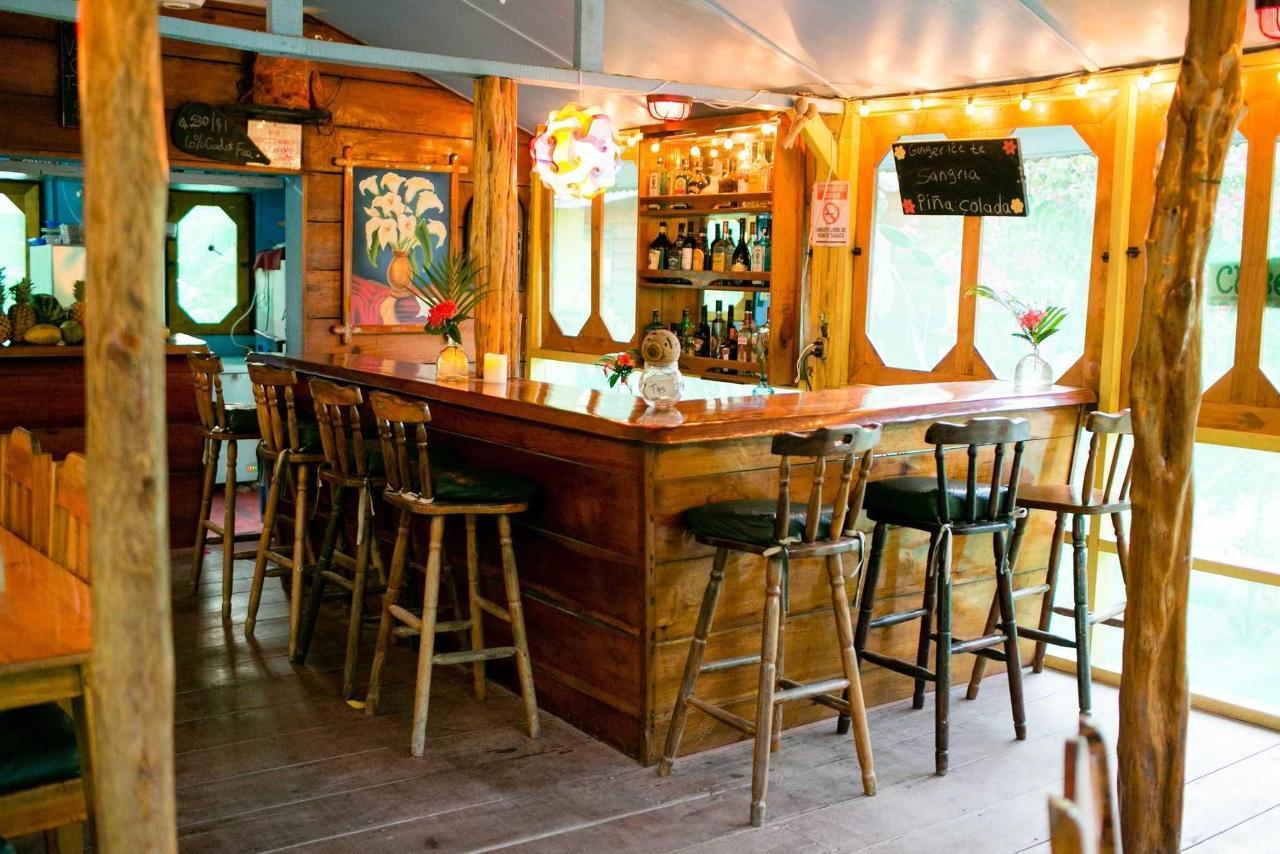 Die Bar - von frischen Fruchtsäfte über nationales Bier bis hin zu Cocktails gibt es hier alles.