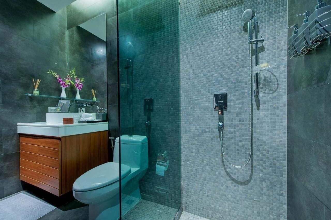 En suite bathroom with a shower room