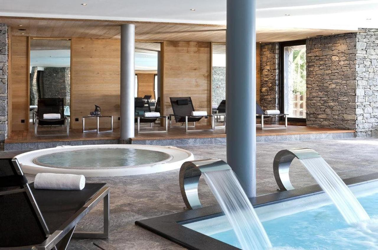 Jacuzzi and indoor pool