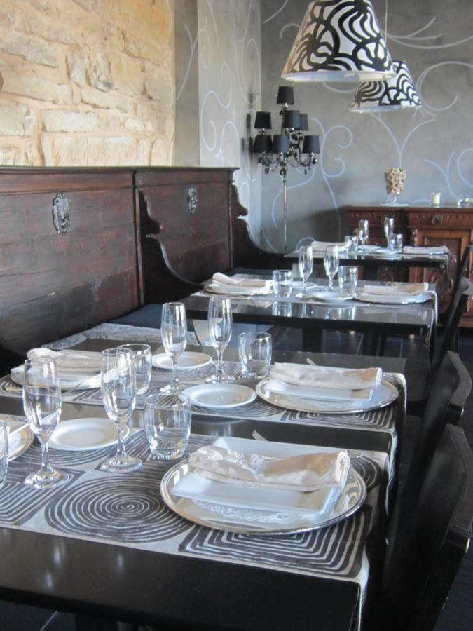 Castello degli Angeli Barbariccia restaurant mise en place.jpg