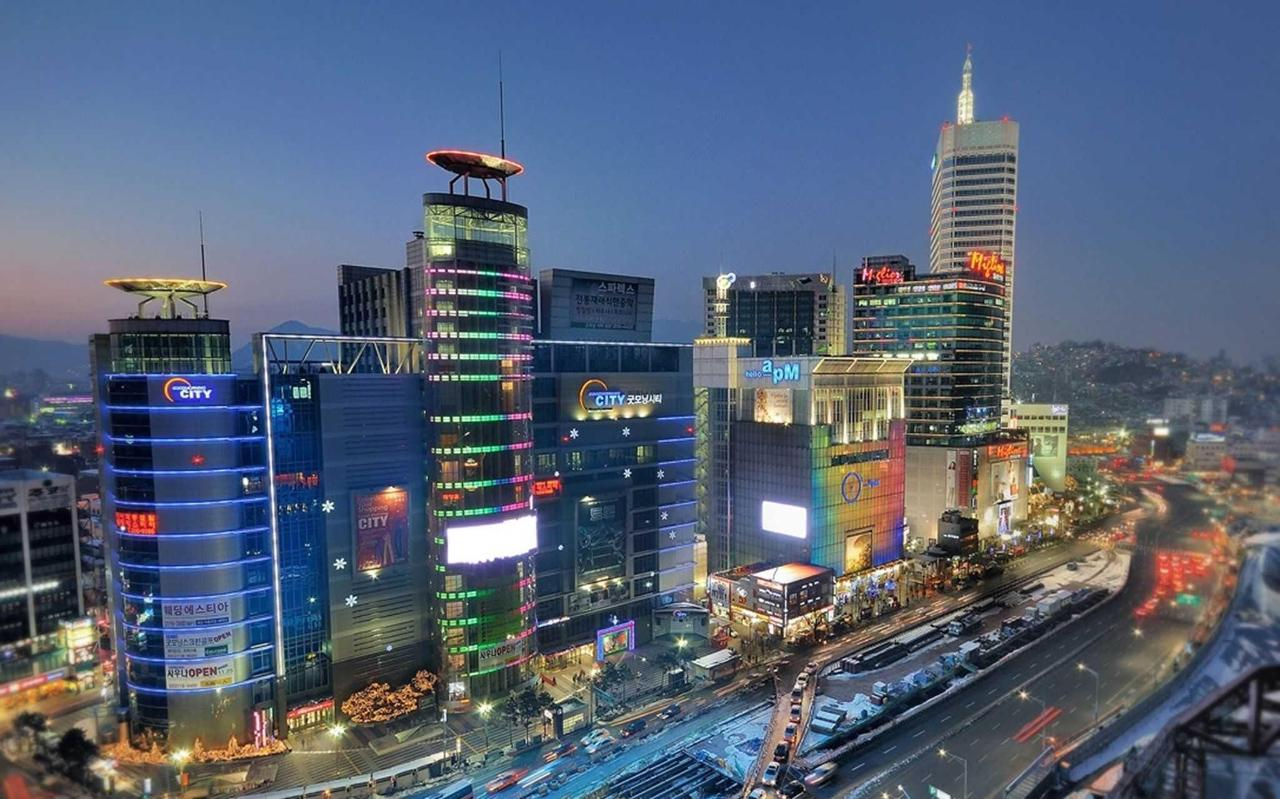 Landscape of the Dongdaemun Shopping District.jpg